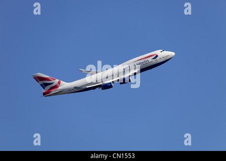 British Airways Boeing 747-436 G-BYGA climbing away from Heathrow airport - Stock Image