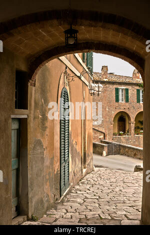 Lucignano d'Asso is a very small medieval village in Tuscany - Stock Image