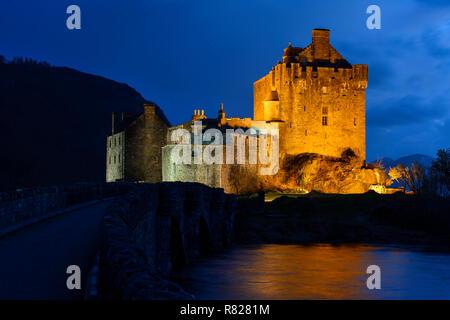Eilean Donan Castle at twilight on the shore of Loch Duich near Dornie in Wester Ross, Highland Region, Scotland - Stock Image