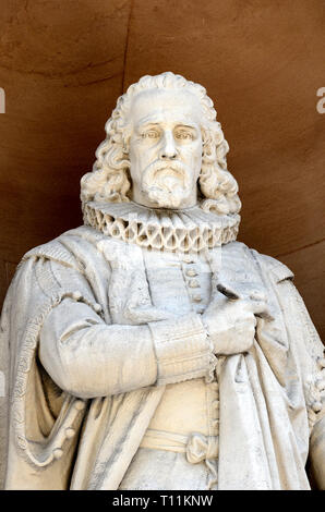 London, England, UK. Statue (by William Theed) Burlington Gardens facade of the Royal Academy (Burlington House) Francis Bacon. Cleaned and restored.. - Stock Image