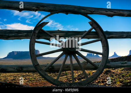 Old wagon wheel on fence at Goulding's Lodge, Monument Valley, Colorado, USA - Stock Image