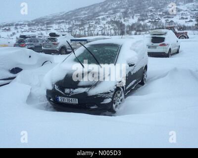 Vøringsfoss, Norway. 25th Dec, 2015. Snow covered vehicle. But at least it is a white Christmas out here in - Stock Image