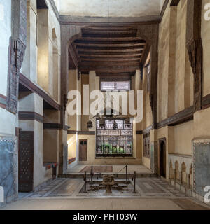 Room at El Sehemy house, an old Ottoman era historic house in Islamic Cairo, built in 1648 with Interleaved wooden window (Mashrabiya) and fountain - Stock Image