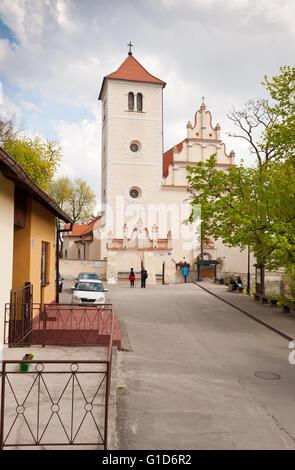 Church building in Janowiec village, Poland, Europe, front of Parafia pw. sw. Stanislawa i sw. Malgorzaty at Rynek - Stock Image