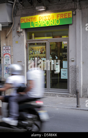 Punto Pizzo Free shop in Palermo Sicily that  refuses to pay money to the Mafia and  sells non Mafia goods - Stock Image