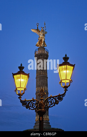 Berlin victory column, laterne , illuminted at twilight  - Stock Image
