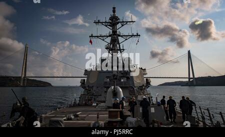 180827-N-UY653-037  BOSPHORUS STRAIT (Aug. 27, 2018) The Arleigh Burke-class guided-missile destroyer USS Carney (DDG 64) transits the Bosphorus Strait Aug. 27, 2018. Carney, forward-deployed to Rota, Spain, is on its fifth patrol in the U.S. 6th Fleet area of operations in support of regional allies and partners as well as U.S. national security interests in Europe and Africa. (U.S. Navy photo by Mass Communication Specialist 1st Class Ryan U. Kledzik/Released) - Stock Image