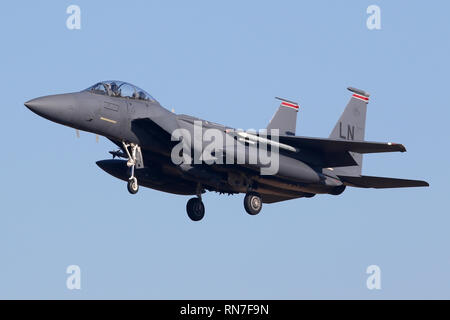 494th Fighter Squadron F-15E Strike Eagle on the approach into RAF Lakenheath. - Stock Image