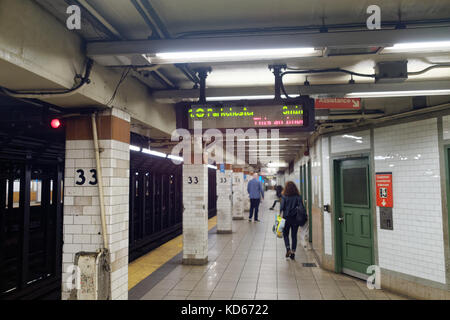 Subway platform at 33rd Street in Manhattan New York City, NY. - Stock Image