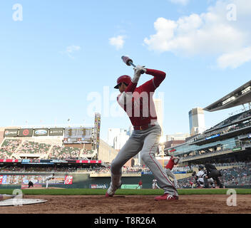 Los Angeles Angels' designated hitter Shohei Ohtani warms up in the on-deck circle in the third inning during the Major League Baseball game against the Minnesota Twins at Oriole Park at Target Field in Minneapolis, Minnesota, United States, May 13, 2019. Credit: AFLO/Alamy Live News - Stock Image