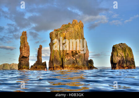 The Drongs, near Eshaness on Shetland. A collection of spectacular granite stacks. - Stock Image