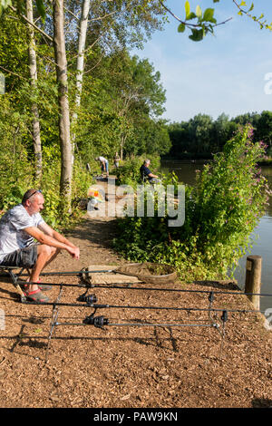 Henlow, Bedfordshire, UK, 25th July 2018. Angler Shaun tries to catch a few carp before the heat becomes too much for him and the fish stop biting. Credit: Mick Flynn/Alamy Live News - Stock Image
