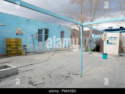 Highway restaurant backyard under a dramatic sky. Shiraz - Isfahan road, Iran - Stock Image