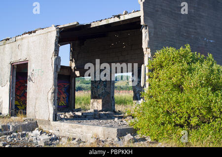 Derelict Old Concrete Building UK - Stock Image