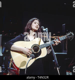Jasmine Bonnin, deutsche Sängerin und Liedermacherin, bei einem Auftritt, Deutschland 1979. German singer and song writer Jasmine Bonnin performing in Germany, 1979. - Stock Image