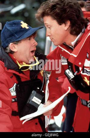 Leslie Jordan, Roger Rose   Jerry Kramer (Roger Rose,r), Crew Captain der Ski-Patrouille, bekommt Anweisungen von - Stock Image