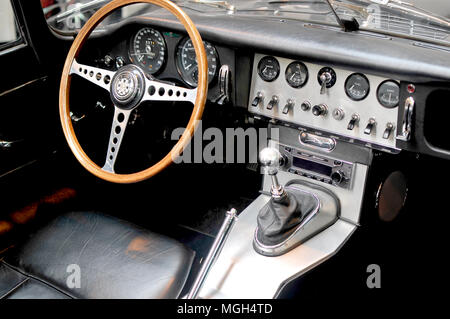 Jaguar Type E Dashboard- Tableau de bord de la Jaguar Type E - Stock Image