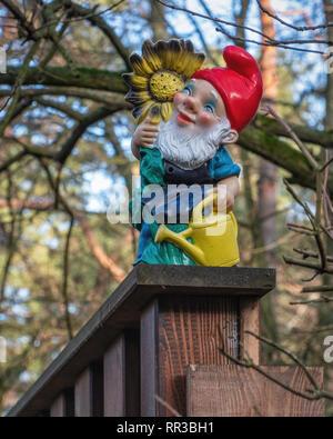 Waldsiedlung Krumme Lanke, Berlin. Garden Gnome at entrance of house in Housing Settlement - Stock Image