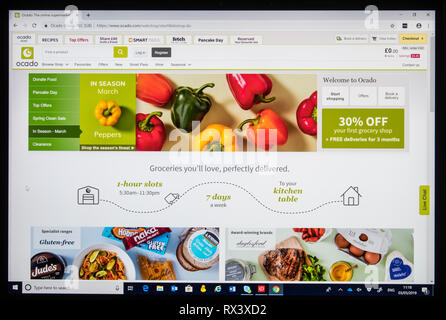 Ocado on line shopping screen shot showing peppers - Stock Image