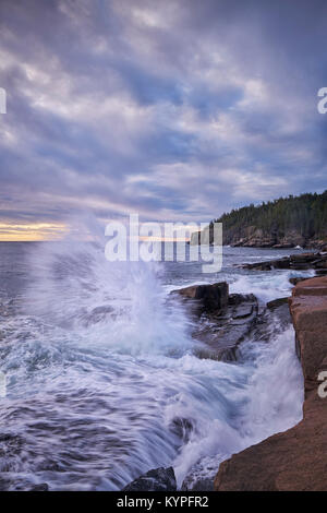 Crashing waves at Otter Cliffs in Acadia National Park in Maine - Stock Image