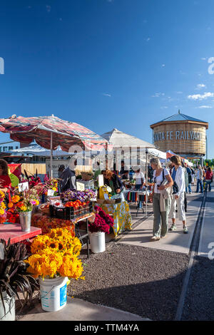 Shoppers and vendors, Farmers' Market, Railyard District, Santa Fe, New Mexico USA - Stock Image