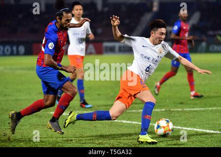 Johor Bahru, Malaysia. 24th Apr, 2019. Wang Tong (R) of Shandong Luneng competes during AFC Champions League group match between Johor Darul Ta'zim and Shandong Luneng FC in Johor Bahru, Malaysia, April 24, 2019. Credit: Chong Voon Chung/Xinhua/Alamy Live News - Stock Image