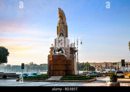 The Monument to the Fallen Soldiers of Brindisi during the First World War in the Piazza Santa Teresa in Brindisi, Italy - Stock Image