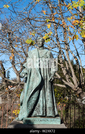 Portugal, Madeira, Funchal, Monte: Statue of the last Habsburg Emperor Karl I - Stock Image