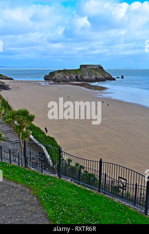 The cliff top view across south beach towards St Catherine's Island or Fort, which becomes an island at low tide.Tenby, S.Wales - Stock Image