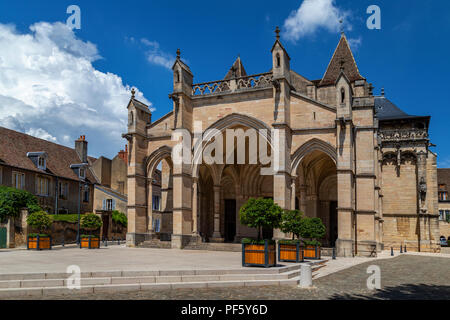 The Cathedral Notre Dam or Collegiale Notre-Dame in the town of Beaune in the Burgundy region of eastern France. - Stock Image