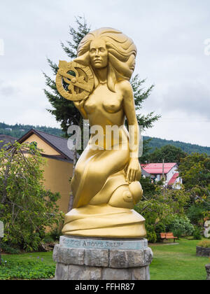 Golden mermaid sculpture by Thomas Richard McPhee at Ganges Harbour, Salt Spring Island, BC, Canada - Stock Image