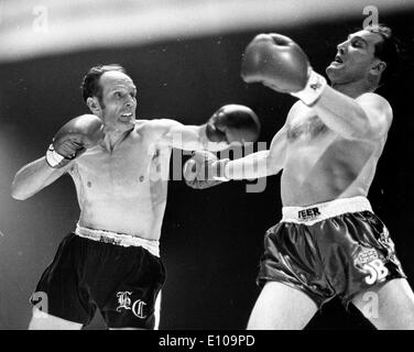 Mar 25, 1970; London, UK; HENRY COOPER throws a left at JACK BODELL at Wembley and recaptures the Title. - Stock Image