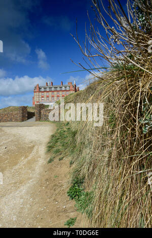 The coastal path near the Headland Hotel in Newquay in Cornwall. - Stock Image