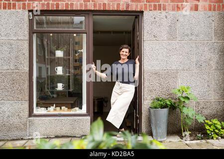 Potter standing in door - Stock Image