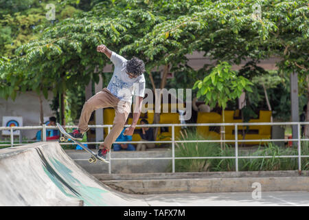 A skateboarder in a park in Bangalore, India. - Stock Image