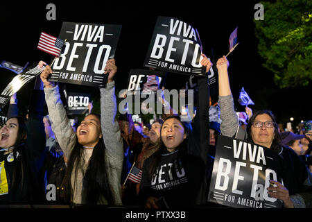 Excited supporters hold up 'Viva Beto' signs as former congressman Beto O'Rourke of El Paso, TX kicks off his presidential campaign at a late night rally in front of the Texas Capitol. - Stock Image