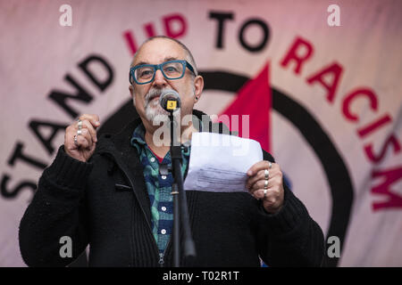 London, UK. 16th March, 2019. David Rosenberg of the Jewish Socialist Group addresses thousands of people on the March Against Racism demonstration on UN Anti-Racism Day against a background of increasing far-right activism around the world and a terror attack yesterday on two mosques in New Zealand by a far-right extremist which left 49 people dead and another 48 injured. Credit: Mark Kerrison/Alamy Live News - Stock Image