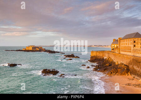 The old town and ramparts of Saint-Malo, Brittany, France, and Fort National. - Stock Image