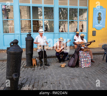 Band playing salsa in the street, Obispo, old Havana, capital of Cuba - Stock Image