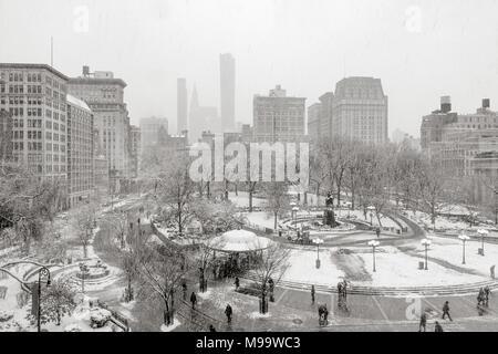 Union Square Park in winter under snow (Black& White). Manhattan, New York City - Stock Image