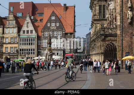The Marktplatz in the Altstadt (Old Town) of Bremen in northeast Germany. In the center is the Bremen Roland (statue) and on the right is Bremen Town  - Stock Image
