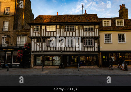 A Tudor building in Cambridge town center at sunset - Stock Image