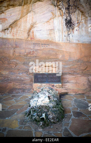 The grave of Dr. Christian Frederik Louis Leipoldt at Pakhuis Pass (Storehouse Pass), near Clanwilliam, South Africa. - Stock Image