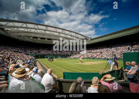 Wimbledon, UK. 11th July 2019, The All England Lawn Tennis and Croquet Club, Wimbledon, England, Wimbledon Tennis Tournament, Day 10; A full centre court during the match with Serena Williams (USA) vs Barbora Zahlavova Strycova (CZE) Credit: Action Plus Sports Images/Alamy Live News - Stock Image