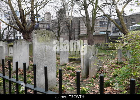 Gravestones in Bunhill Fields Cemetery on City Road in London EC1 England UK  KATHY DEWITT - Stock Image