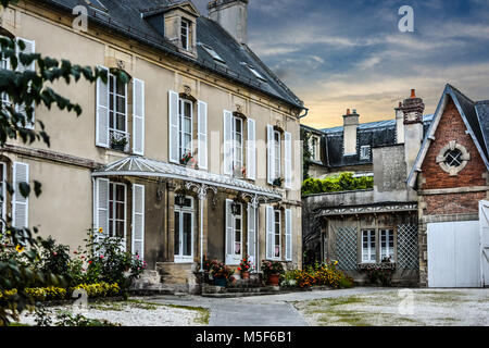 A typical French Provincial style home in the Normandy region at Bayeux France - Stock Image