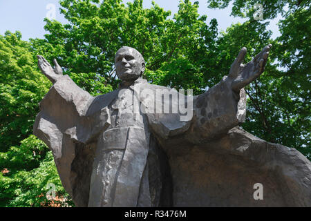 Statue of Pope John Paul II in the Citadel Park in the city of Poznan, Poland. - Stock Image