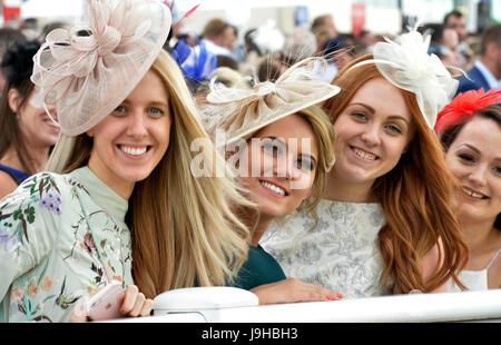 Investec Ladies Day OAKS meeting at Epsom racecourse, UK. 02nd June, 2017. Credit: Leo Mason sports photos/Alamy - Stock Image