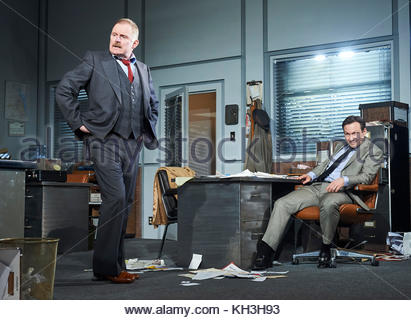 Glengarry Glen Ross by David Mamet, directed by Sam Yates. With Robert Glenister as Dave Moss, Christian Slater - Stock Image