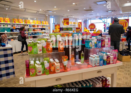 Bed, bath and beyond store showing products, Phoenix, Arizona, USA - Stock Image